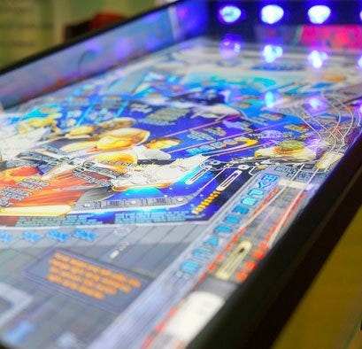 Blue arcade screen with Star Wars characters on the board
